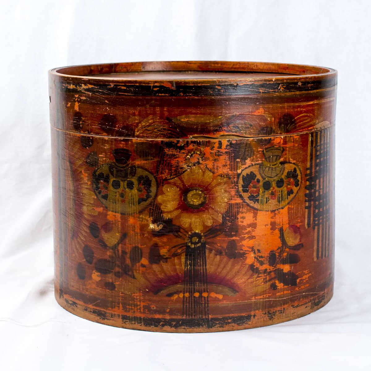 Cappelliera in legno decorata
