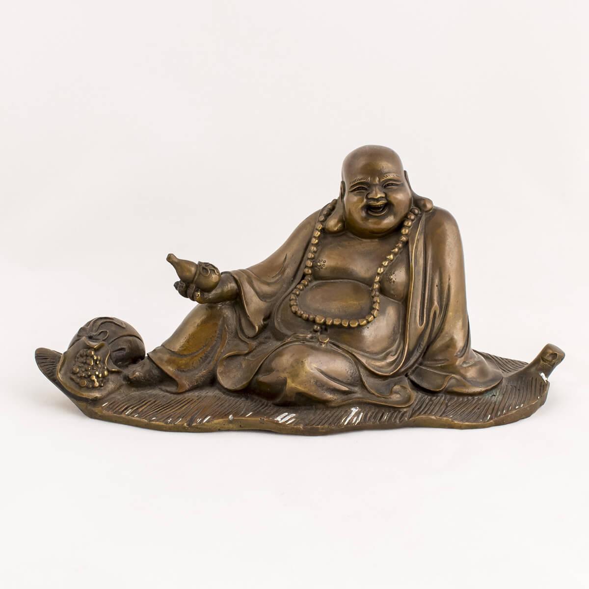 Buddha sdraiato su foglia in bronzo