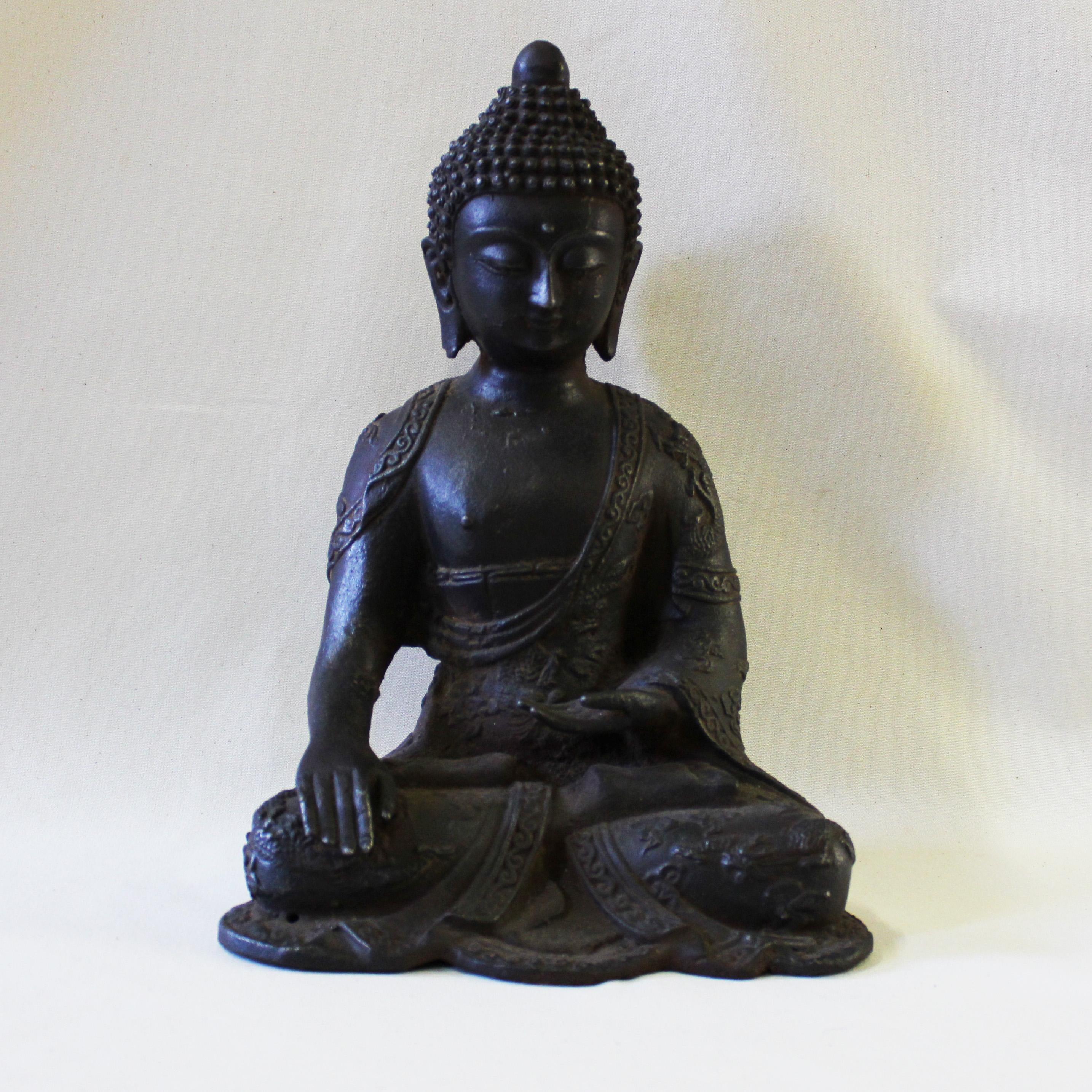 Buddha seduto in ghisa